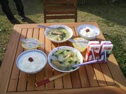 庭でご飯B.jpg